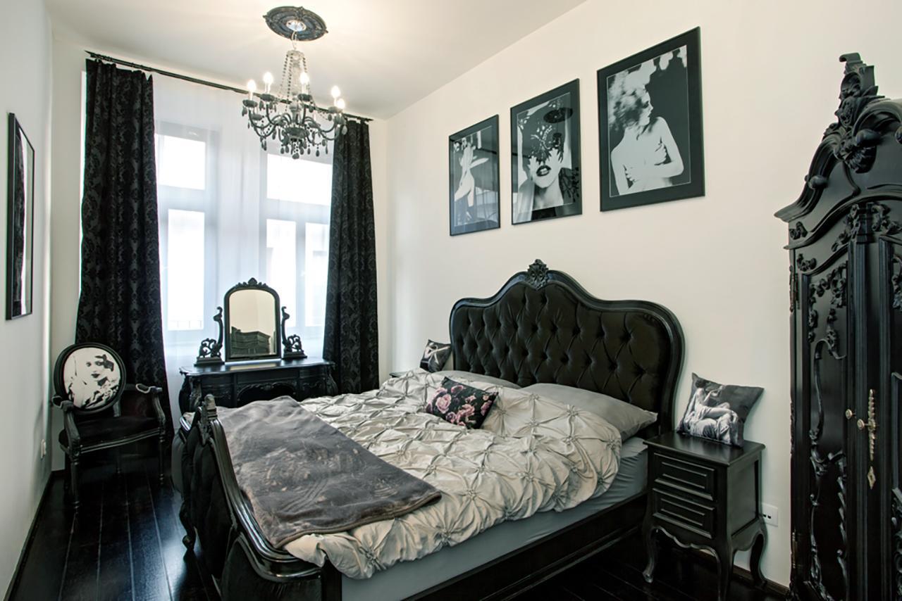 Tragic Kiss Luxury Romantic Atelier
