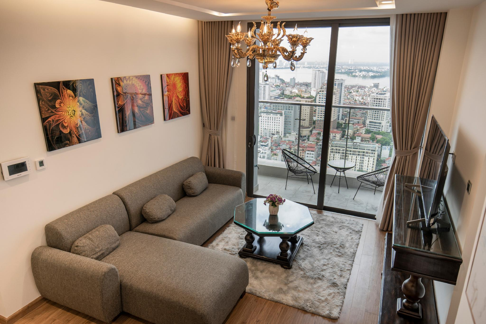 Metropolis 2BR With View To The Westlake