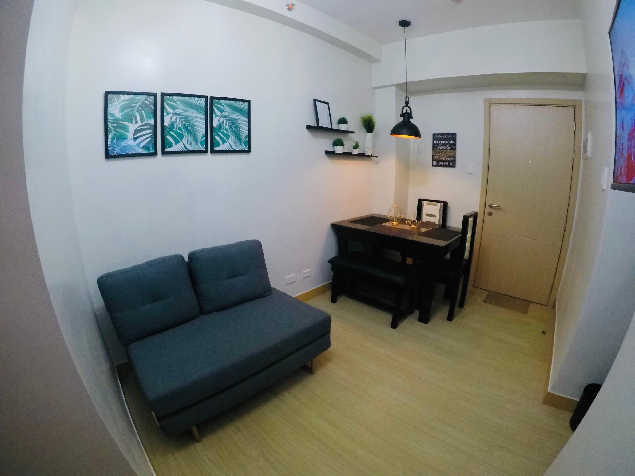 Nic's 2 Bedroom Condo W NETFLIX @ Trees Residences