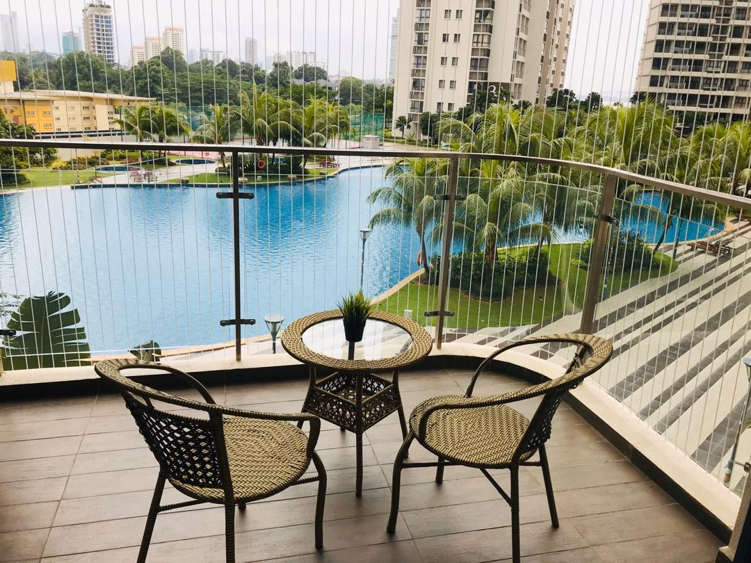Pool View Apartment Country Garden @ Danga Bay