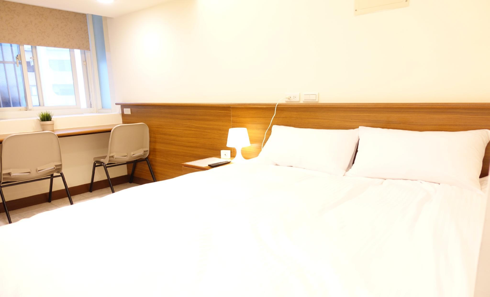 09 Newly Renovated Downtown MRT Metro Hotel Suite