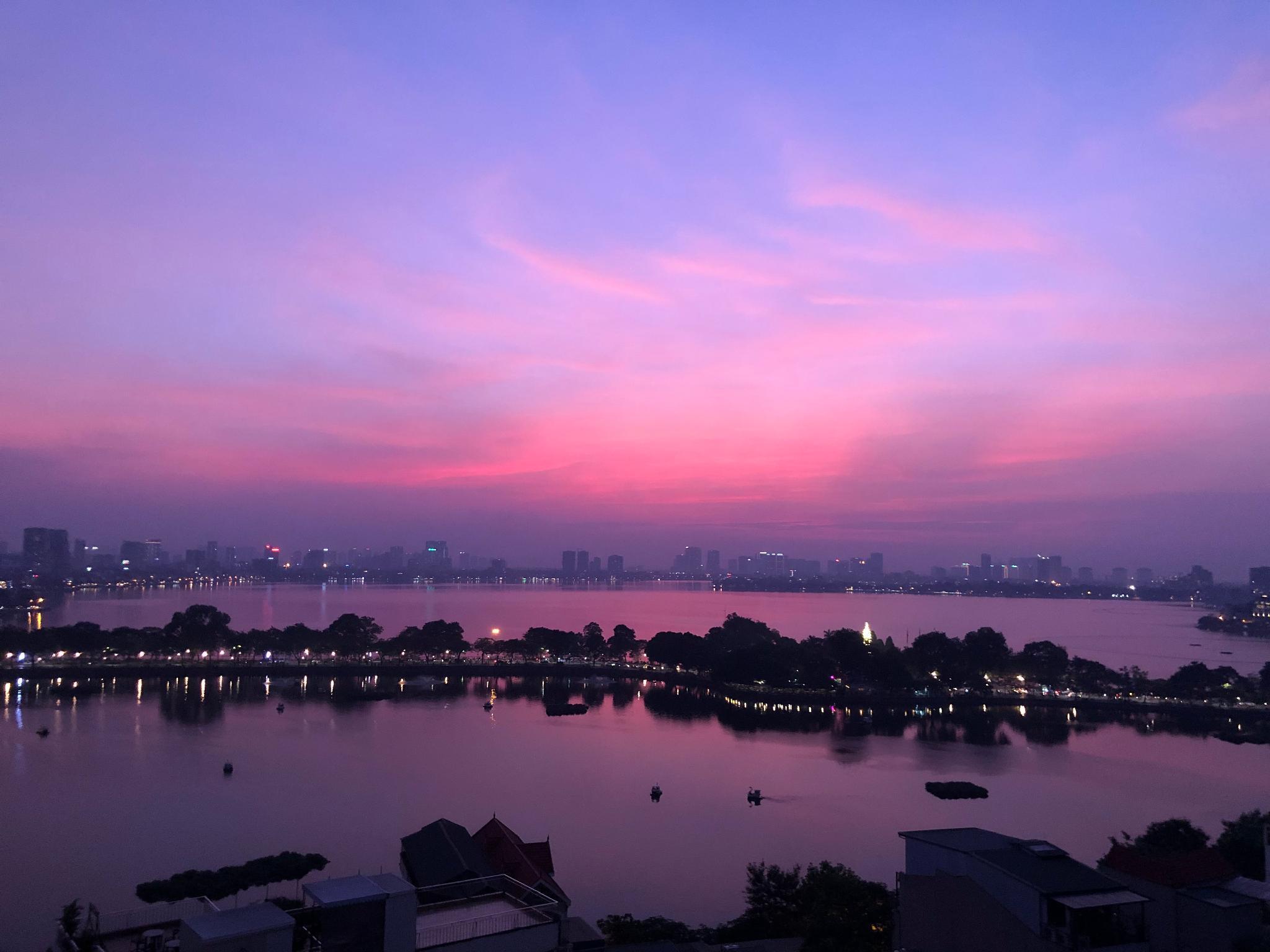 Amazing Lake View And Center Of Hanoi Apartment