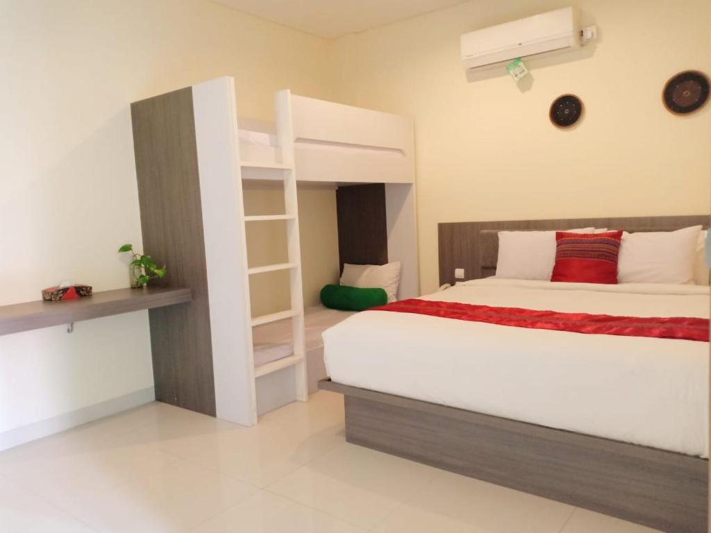 1 BR+Family Room+Shower+desk+Brkfst @ 19 Seminyak
