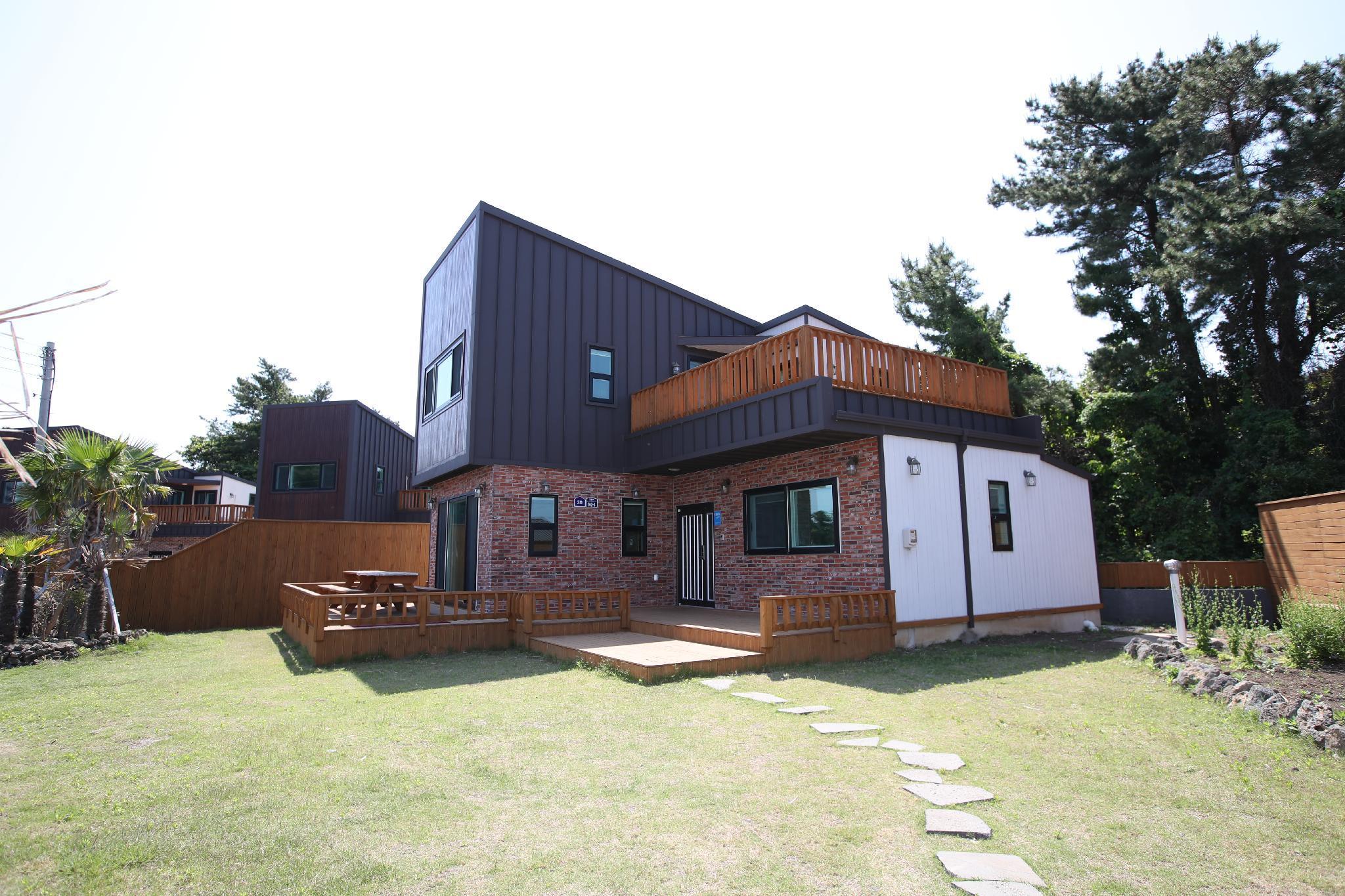 Seongsan Family House