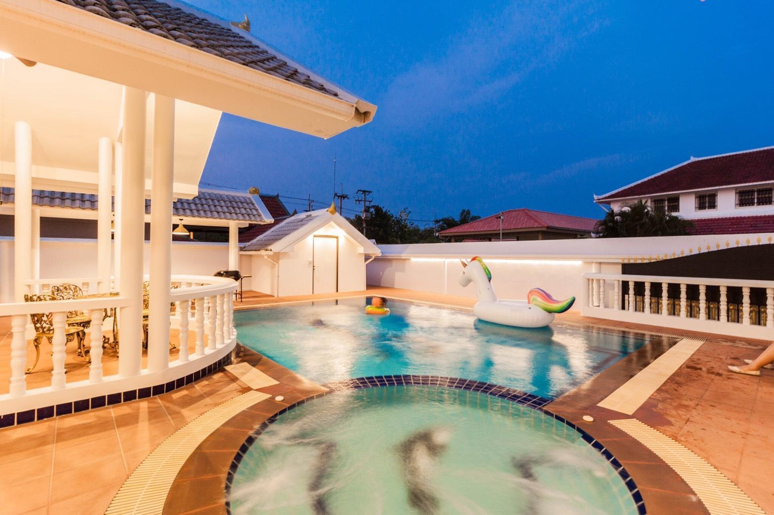 Luxury 3 Bedroom Pool Villa Pattaya