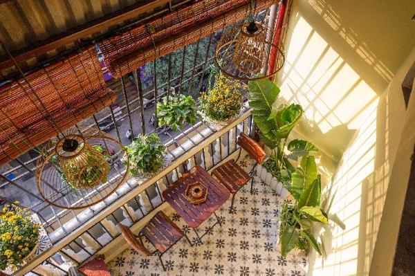 ELeath balcony streetview 2br center Old Town tour Hanoi