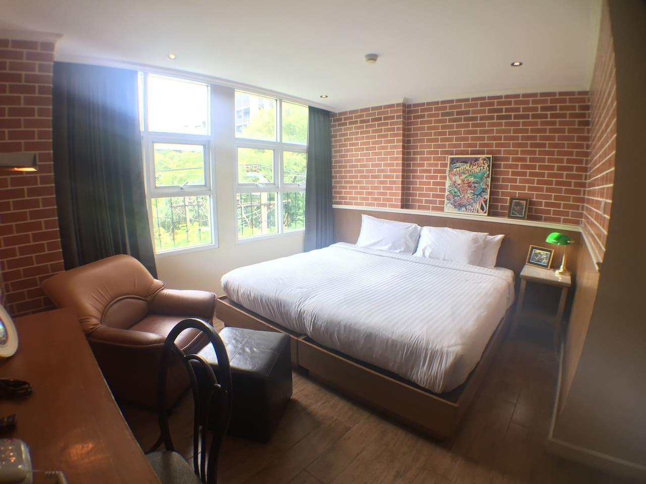 Ekamai+3Bed+4Bath+Living Room+Free Airport Pick Up อพาร์ตเมนต์ 3 ห้องนอน 4 ห้องน้ำส่วนตัว ขนาด 250 ตร.ม. – สุขุมวิท