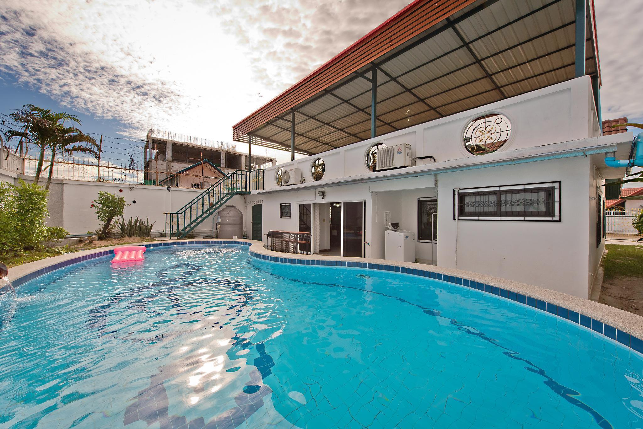Rooftop Pool Villa w/ BBQ & Pool-Table วิลลา 3 ห้องนอน 3 ห้องน้ำส่วนตัว ขนาด 180 ตร.ม. – พัทยาใต้