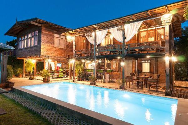 Renovated Mid-Century Wooden House &Saltwater Pool Chiang Mai