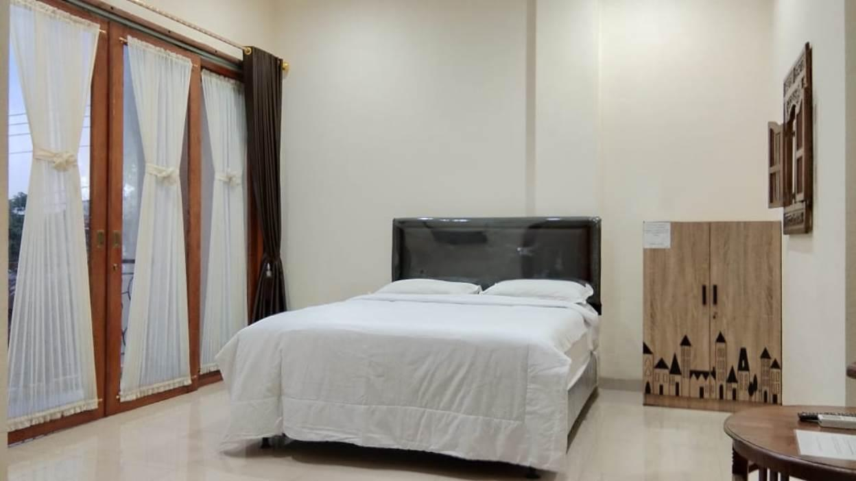 8 Bedrooms for 30 Pax Near Jogja Bay