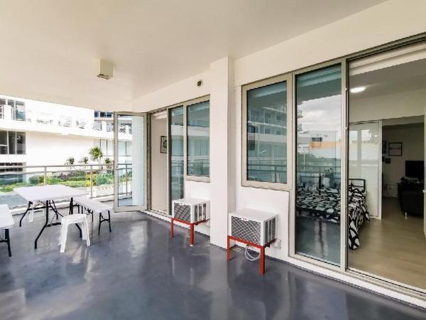 Stunning Black&White 2-BR Huge Balcony Resort View Manila