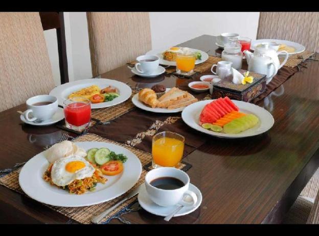 3 Bedrooms - Breakfast Close to Seminyak Square