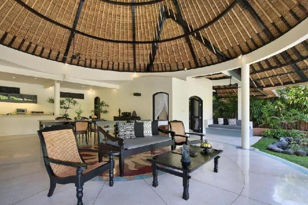 Large 12 Villa with Private Pool - Breakfast
