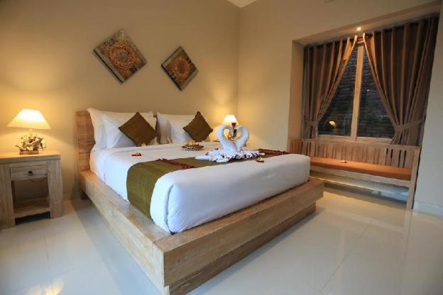 6BR Quite Private Villa close to Ubud