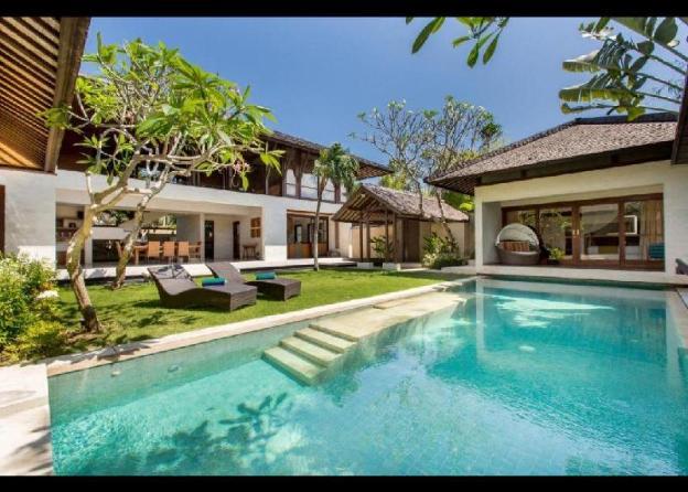 3BR Luxury Villa close to the Beach