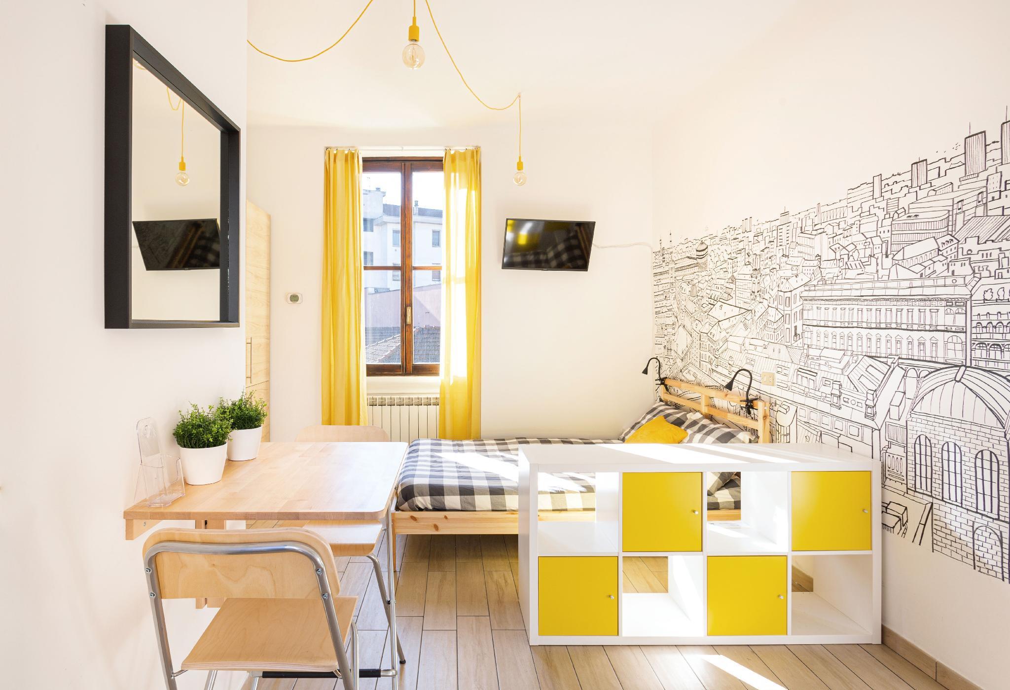 Yellow Modern Studio in the heart of Isola-Lambert