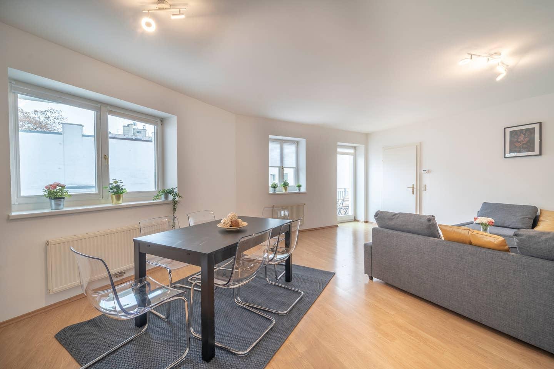 Stylish & Spacious Apartment/w. balcony