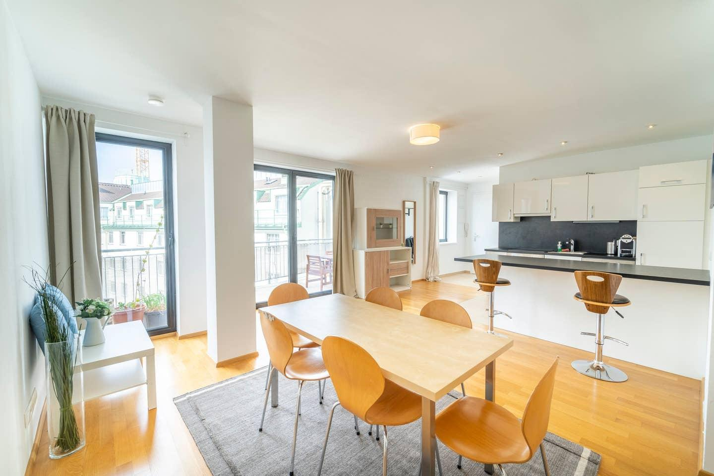LOVELY APARTMENT w balcony near Naschmarkt Centre