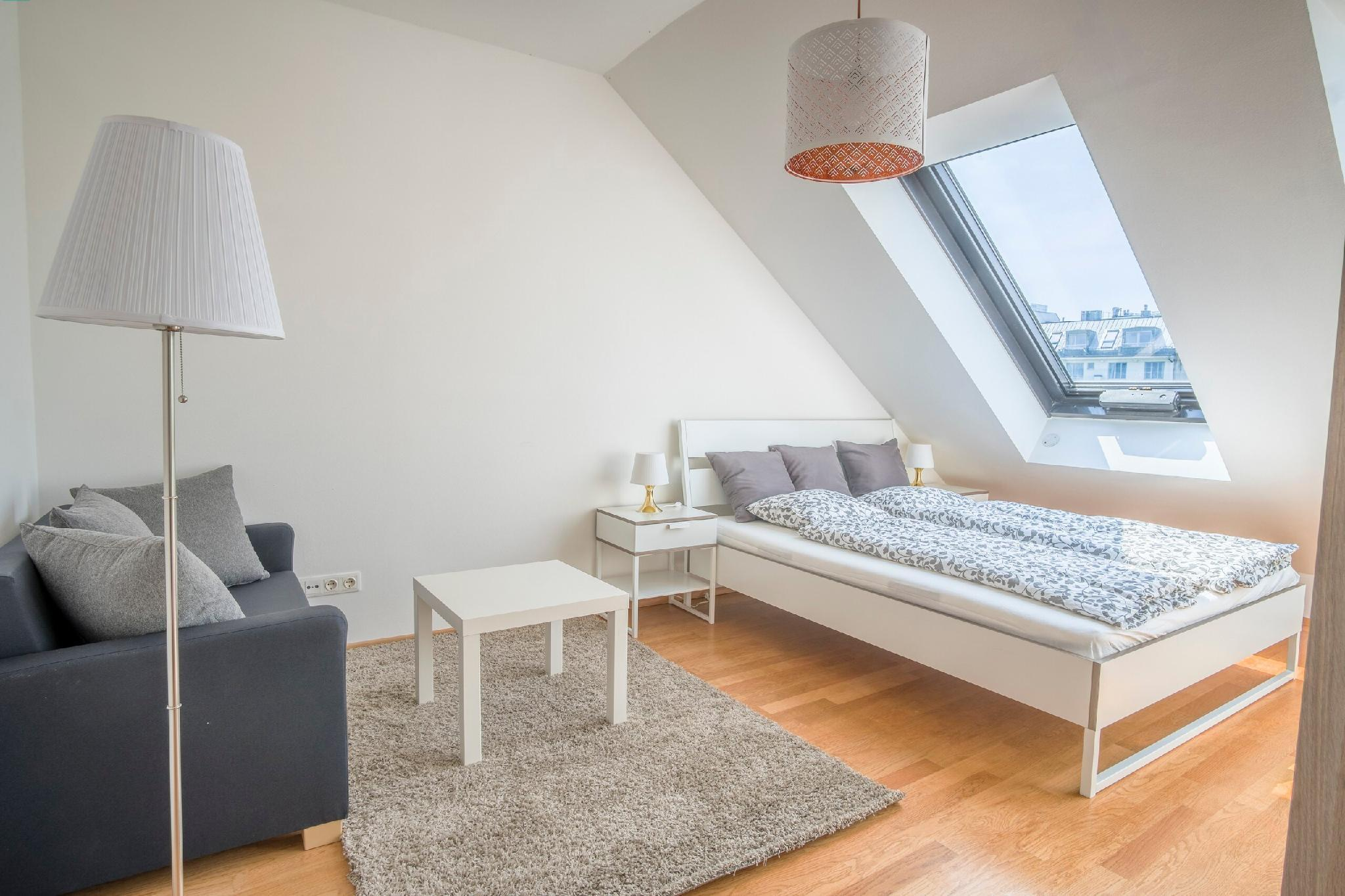 AIRY PENTHOUSE next to Naschmarkt and Centre
