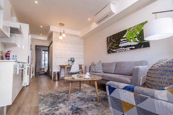 Incredible one bedroom, Wifi, Pool Pretoria