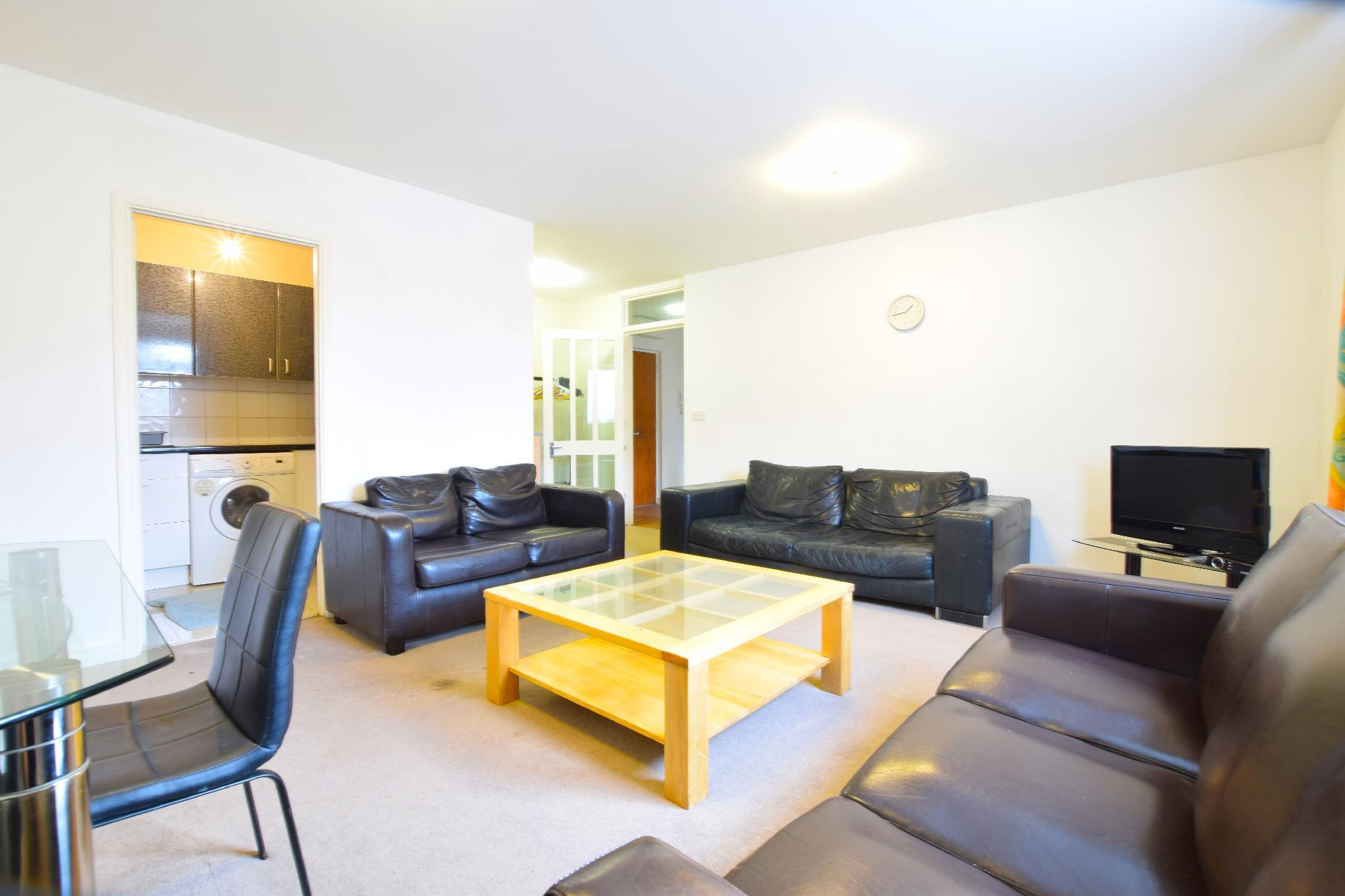 Beautiful TWO BED apartment in Kensington (ZONE 1)