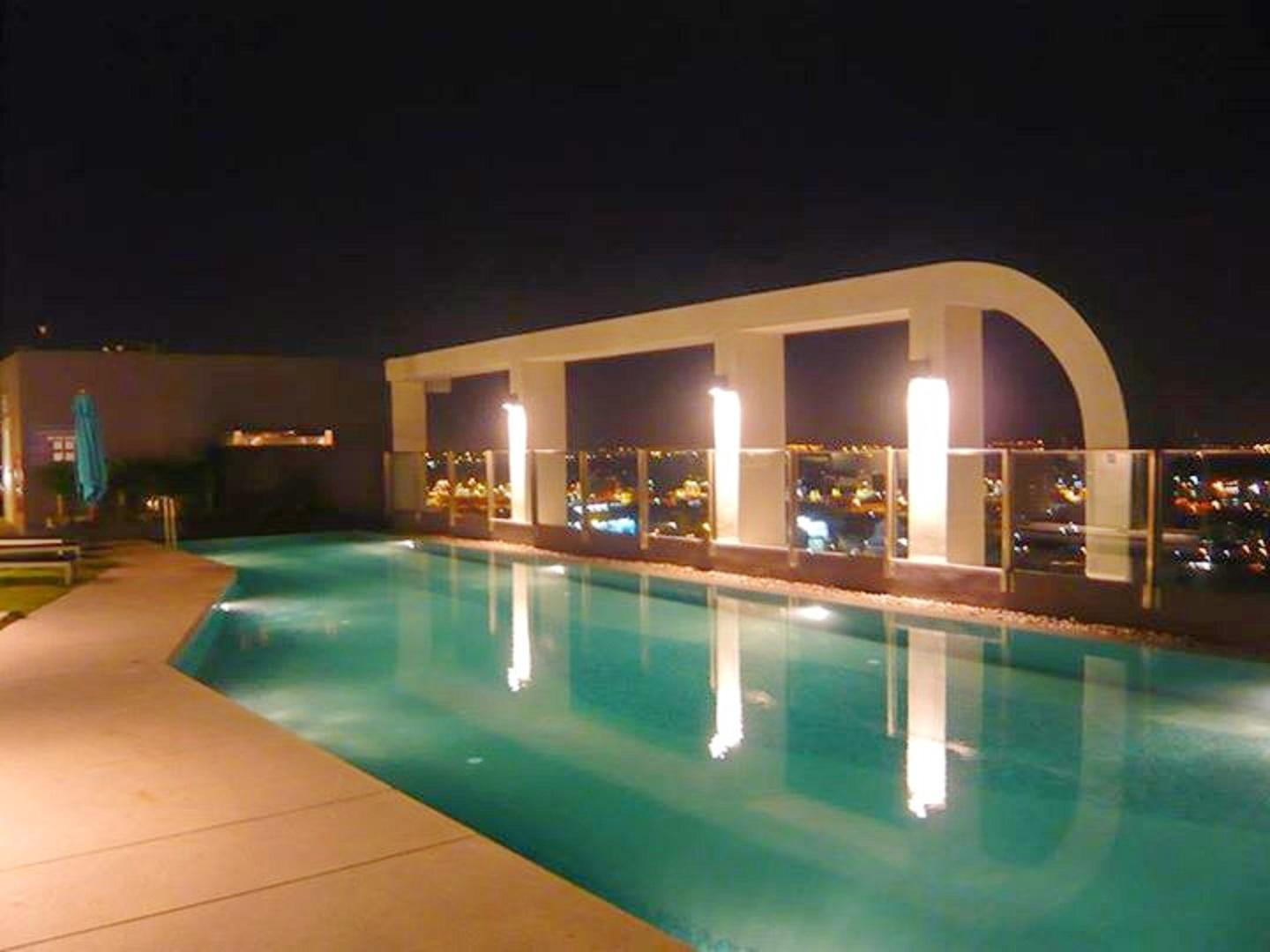 ROOFTOP POOL WITH GYM  SHORTWALK TO BTS Reviews