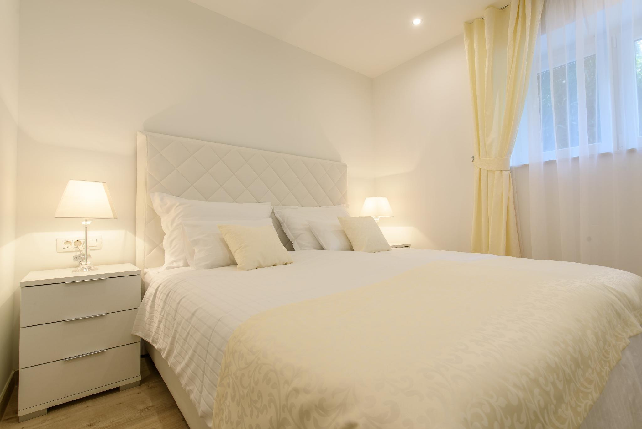 Best Location Apartments And Rooms