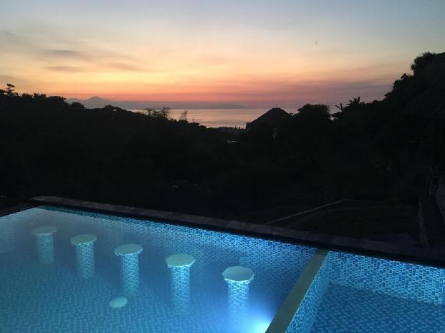 Rinisha Rumah Senja Lovina Bali Sunset Seaview