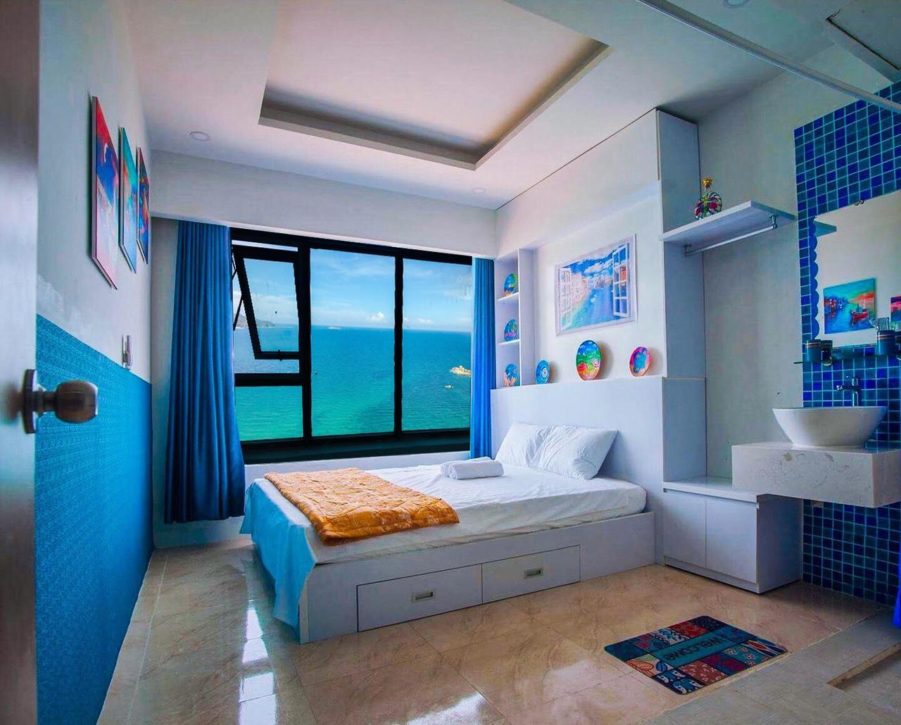 BlueSea View Apartment Of A Painter In NhaTrang