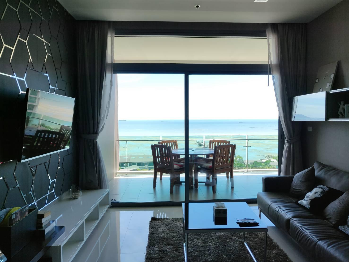 Luxury Seaview Condominium Casalunar