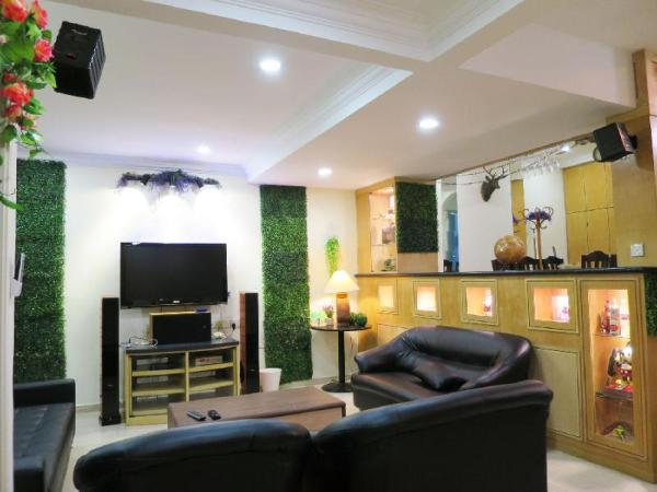 5 Mins to Midvalley 11 pax Amazing ID Theme House Kuala Lumpur
