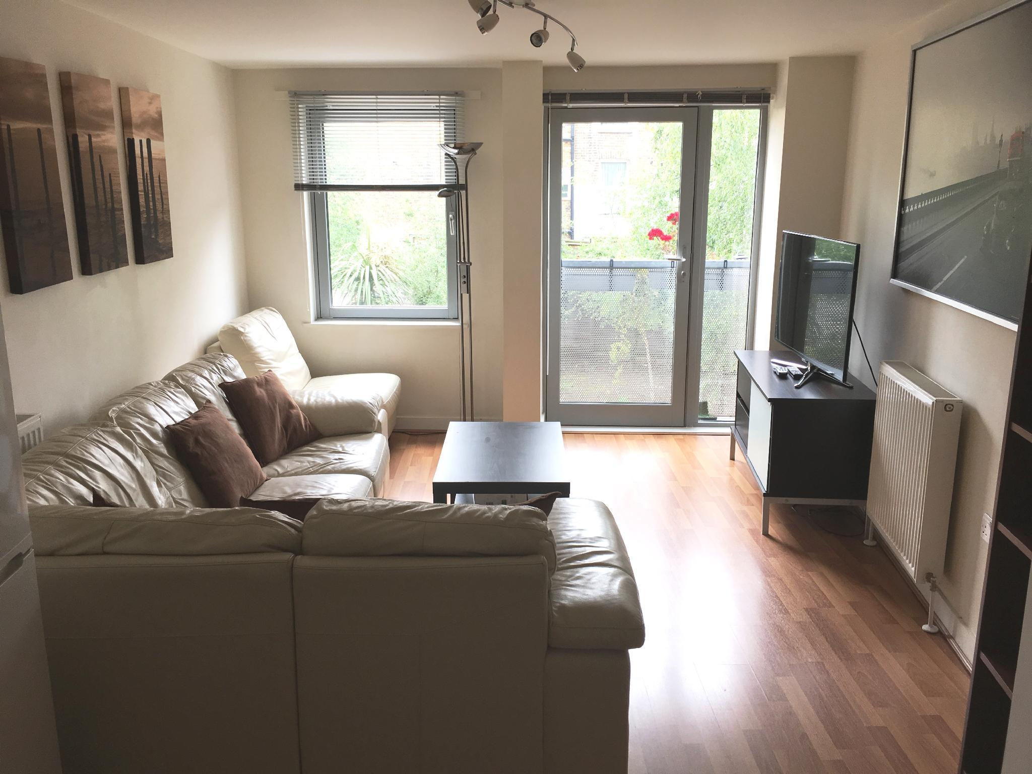 Stunning 2 bed flat in fantastic location