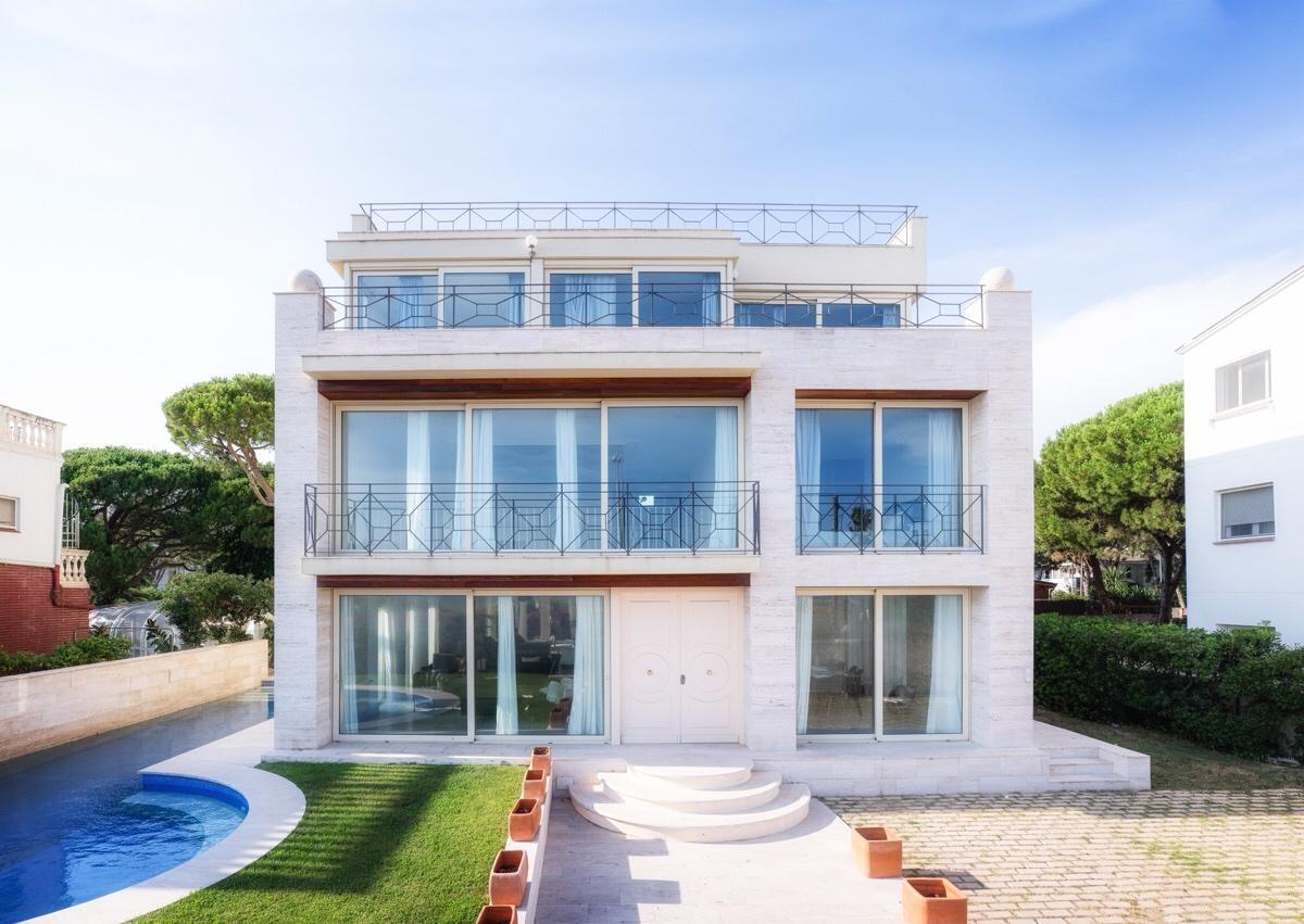 Yogivilla   Luxury Beachside Villa Barcelona
