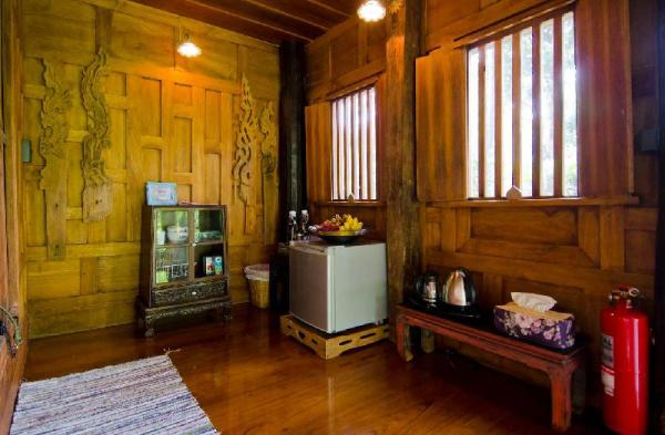 Cozy 1BR Thai-Style House | Big Garden | Dusit Bangkok