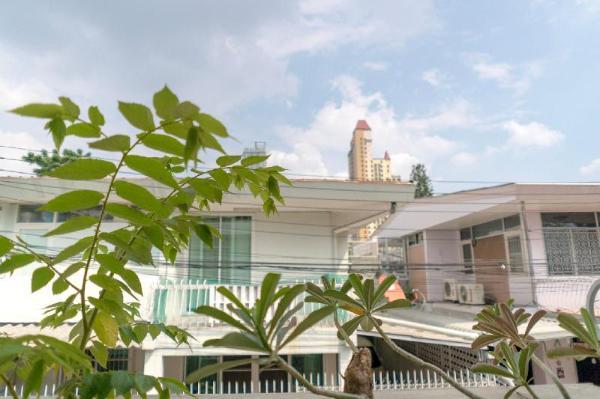 Cozy, Family Home Between Ari & Chatuchak Bangkok