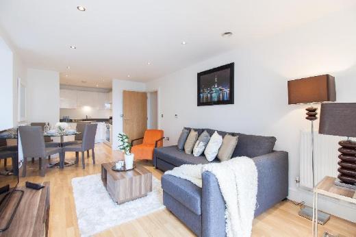 Modern Riverside Apartment Greenwich