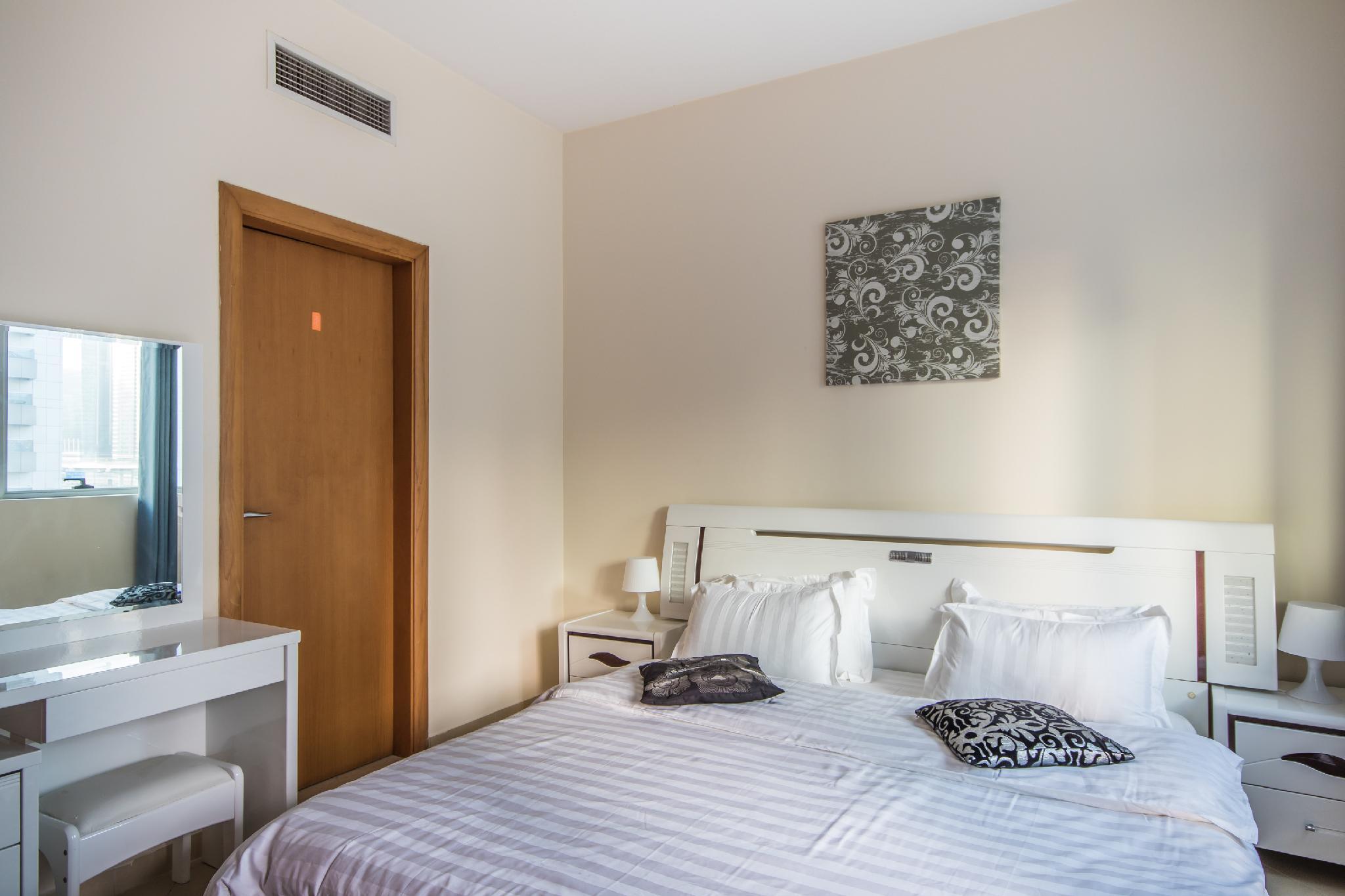 New Dubai Marina City View Balcony Apartment