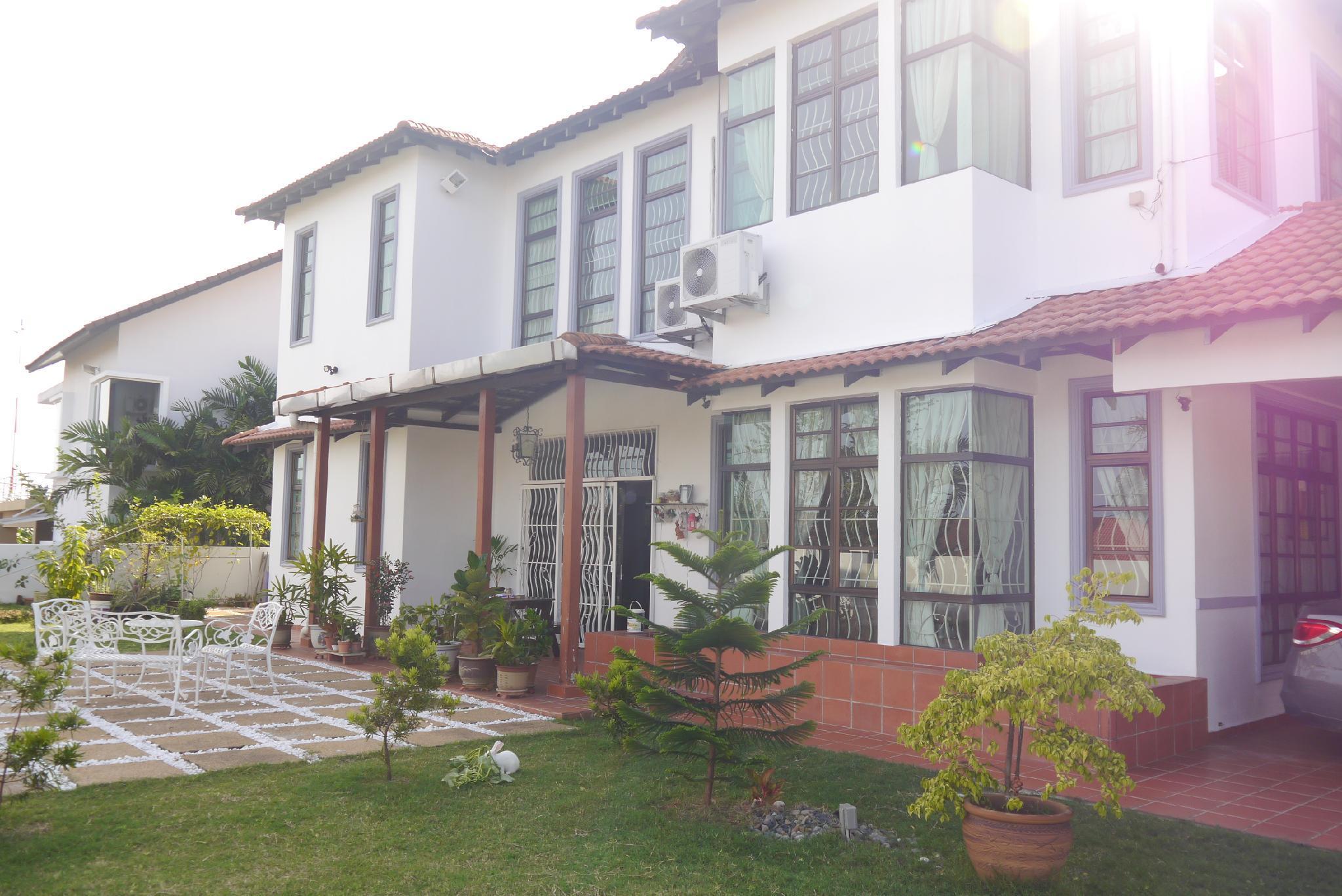 12 Yuan @ Cozy 4 Bedrooms And Secret Garden