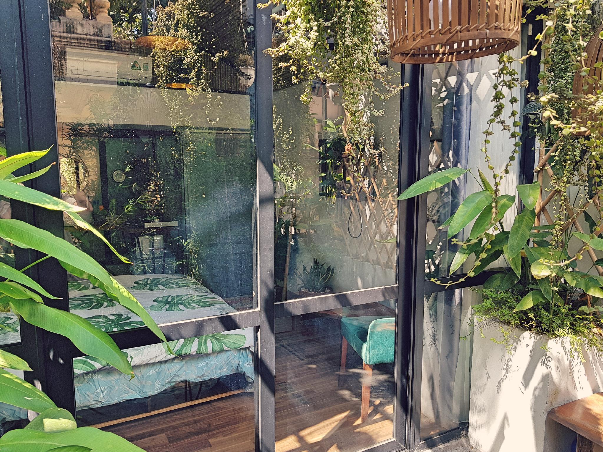 Green Mosaic   The Garden House 02