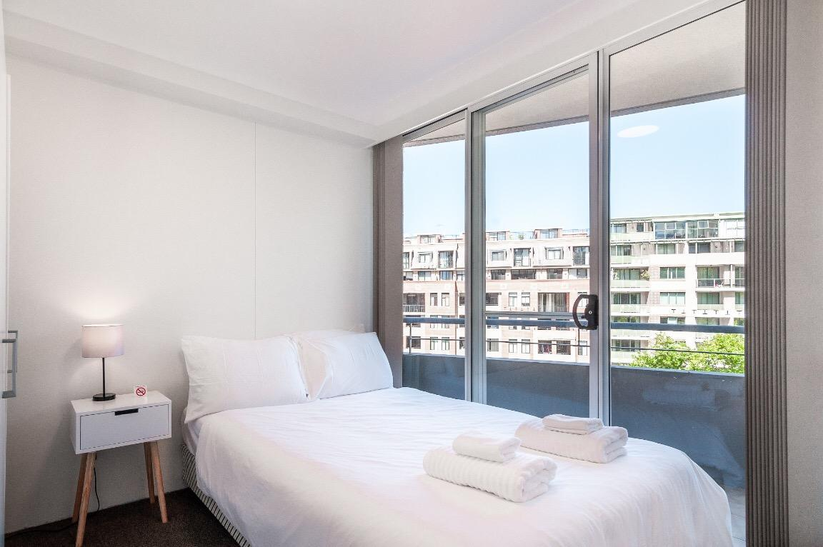 Darling Harbour Apartment With Balconyfree Parking