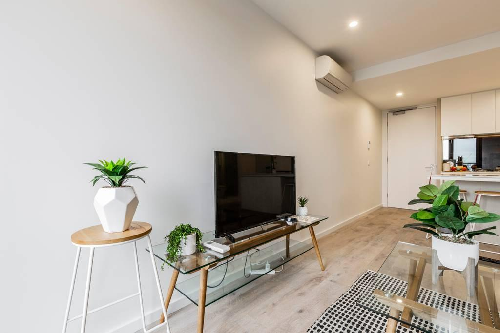 SOUTHBANK Brand New Waterview Apartment