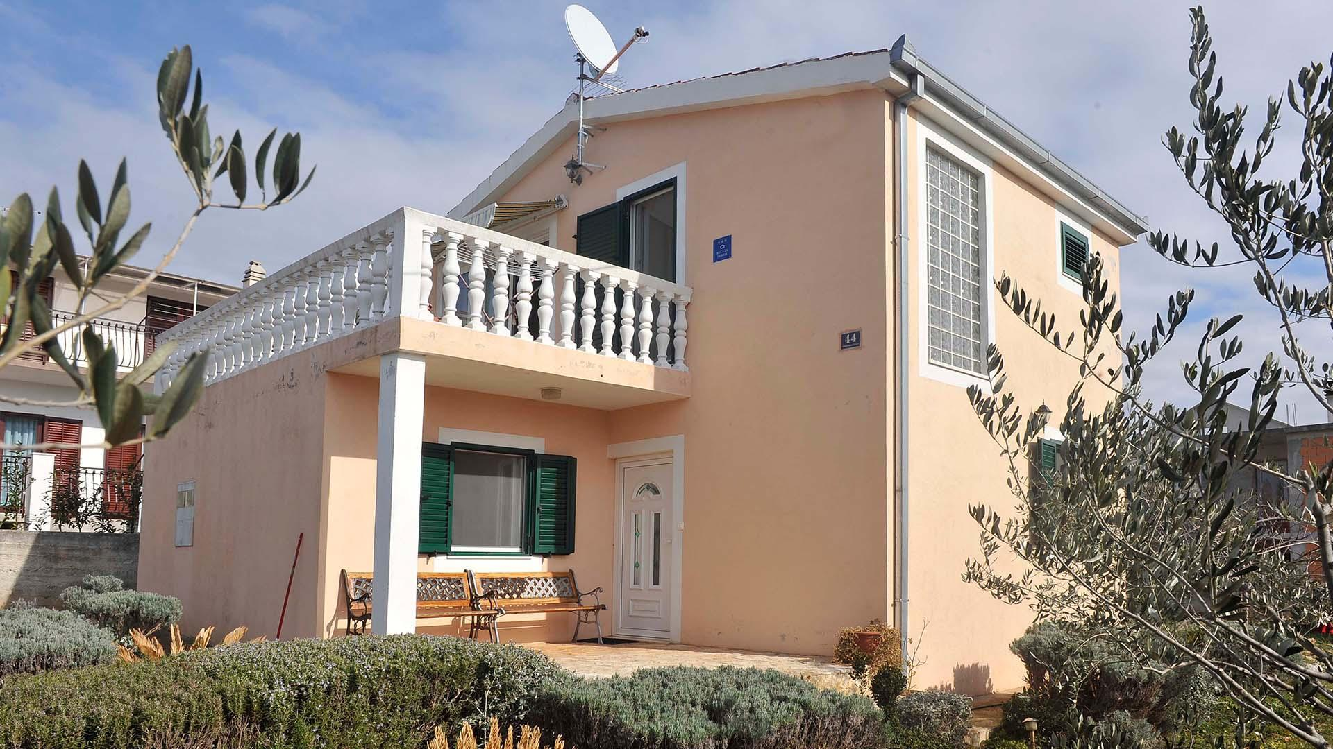 Holiday House Mare With Olive Garden   EOS CROATIA