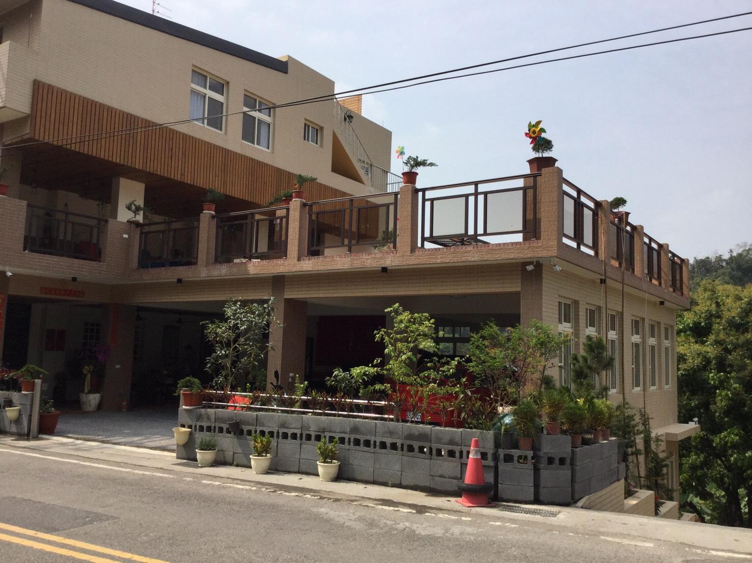 Longshan Elementary School