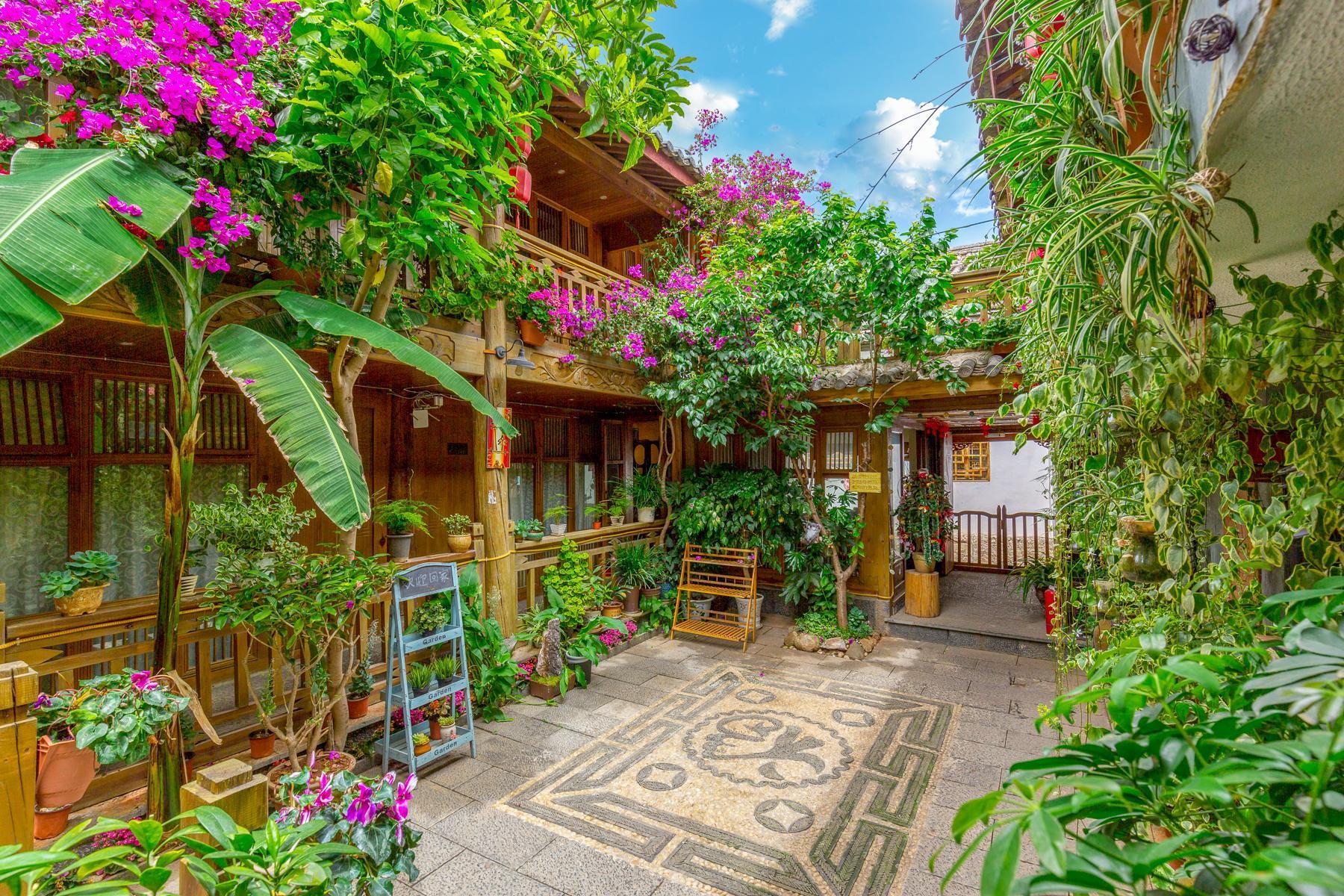 Xi's Garden Honeymoon Queen Room