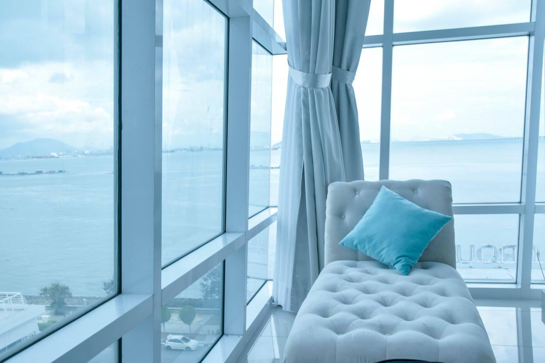 Uranus Seafront Suite