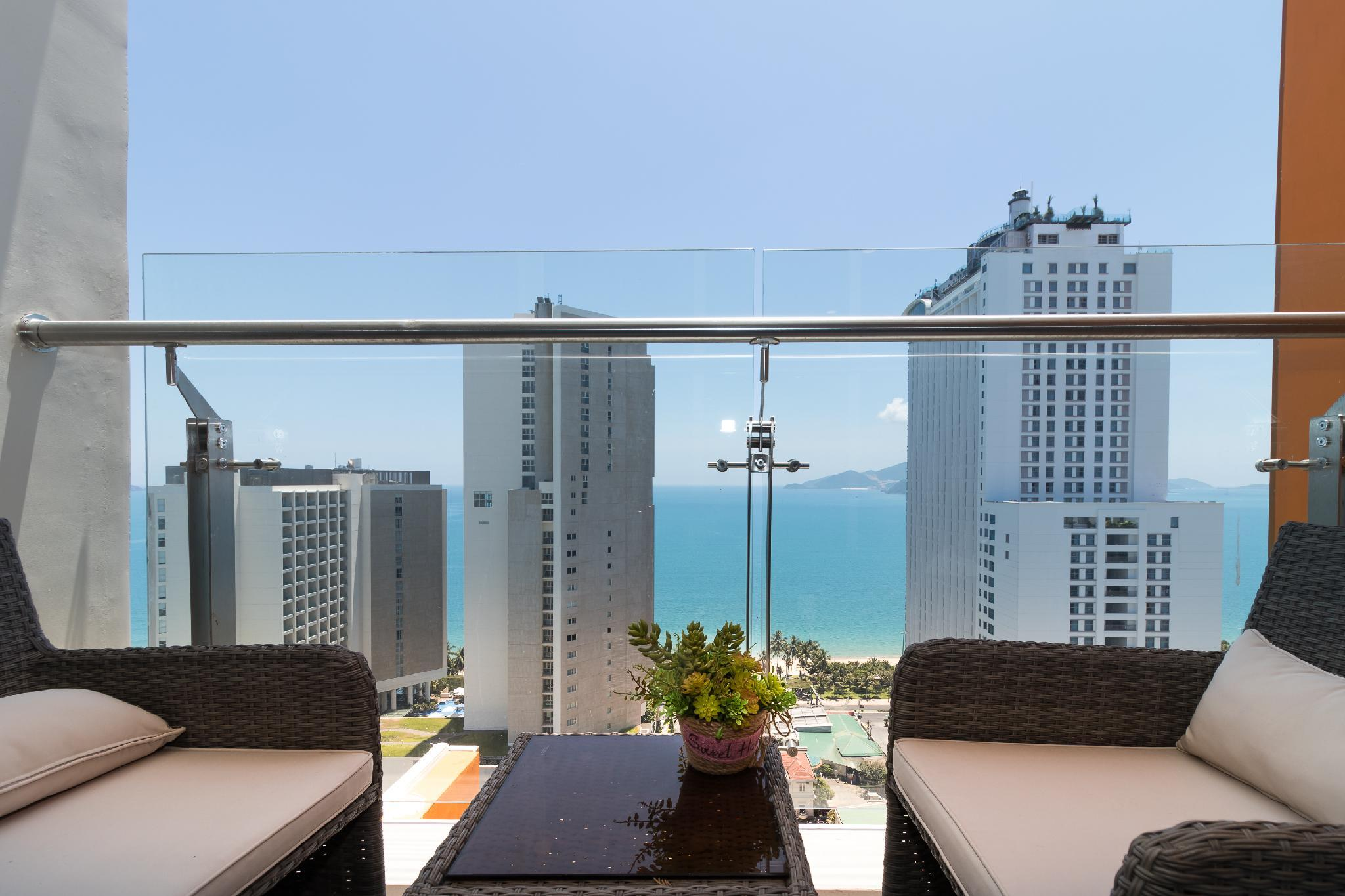 Holi Balcony Central At Ariyana   Balcony Sea View