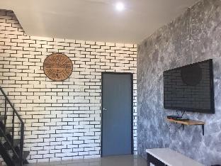 [市内中心部]一軒家(76m2)| 3ベッドルーム/2バスルーム 3 bedroom, 2 bathroom house living room+ kitchen