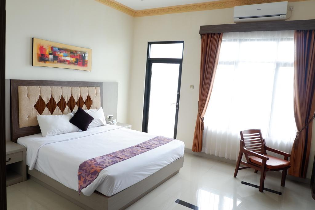 A Bedroom Served Good Breakfast At Batu Malang