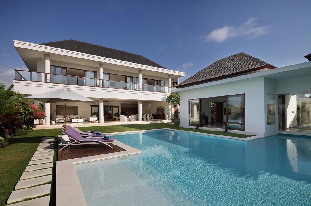 White Castle Villa With 5BDR Canggu Area
