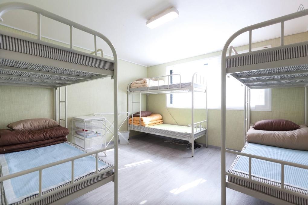 8   11 Ppl Room